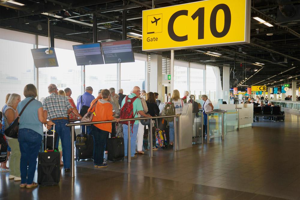 Сорок процентов туристов боятся не успеть разместить свой багаж