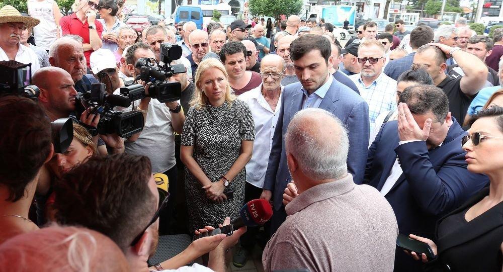 В Грузии продолжаются митинги в связи с отсутствием российских туристов