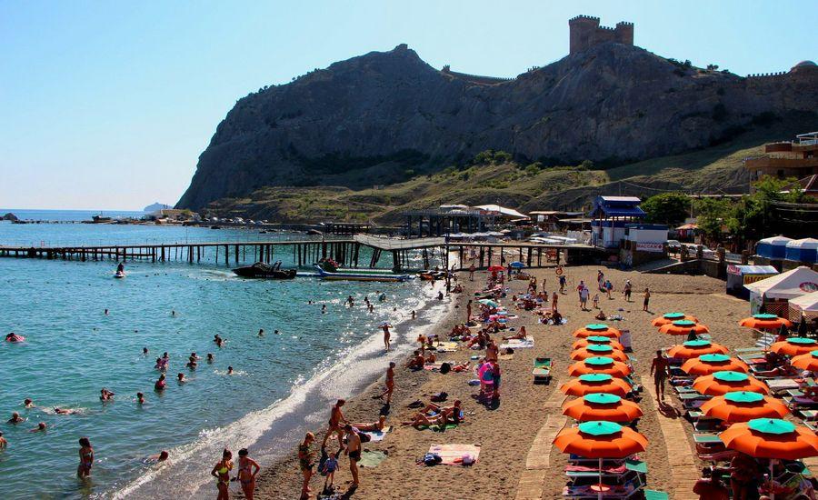 Крым отчитался о росте турпотока, но это его предел: больше селить туристов некуда