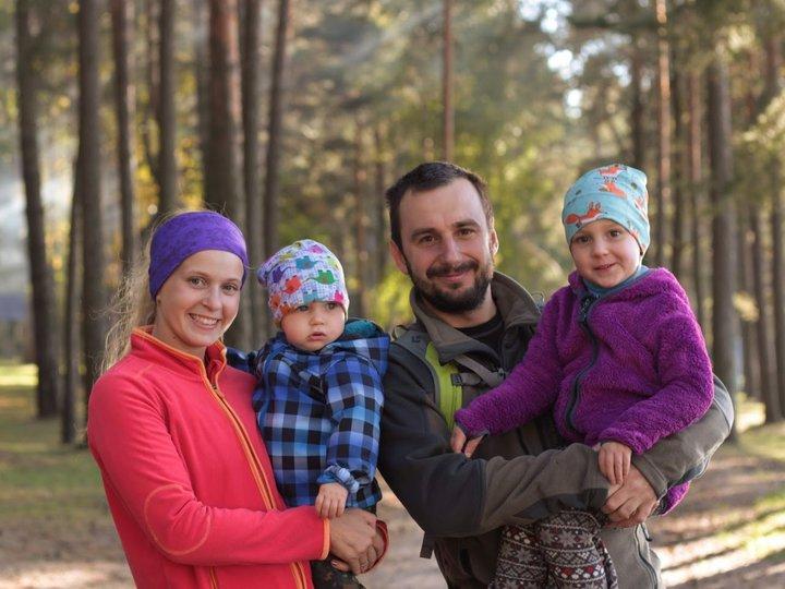Семья с двумя малышами проезжает тысячи км на велосипедах и спорит с теми, кто считает это безумием