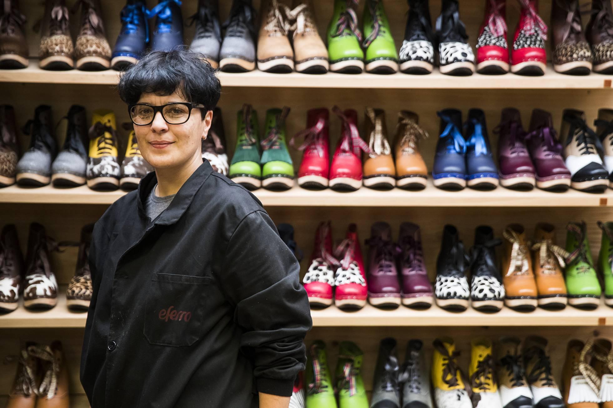 Испанская ремесленница превратила крестьянские ботинки в модную обувь