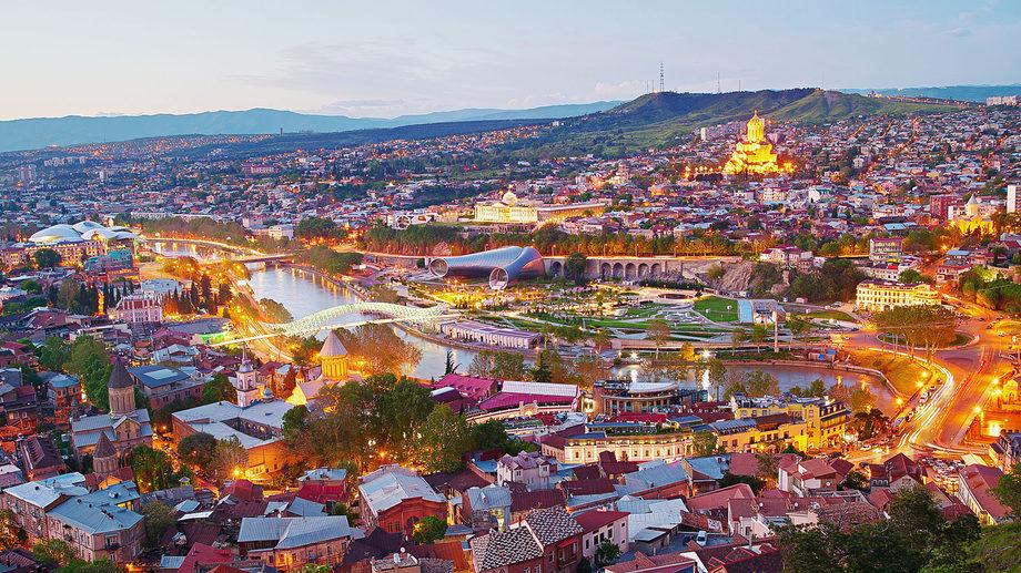 Бурджанадзе: Тбилиси занизил ущерб от потери российских туристов в десять раз