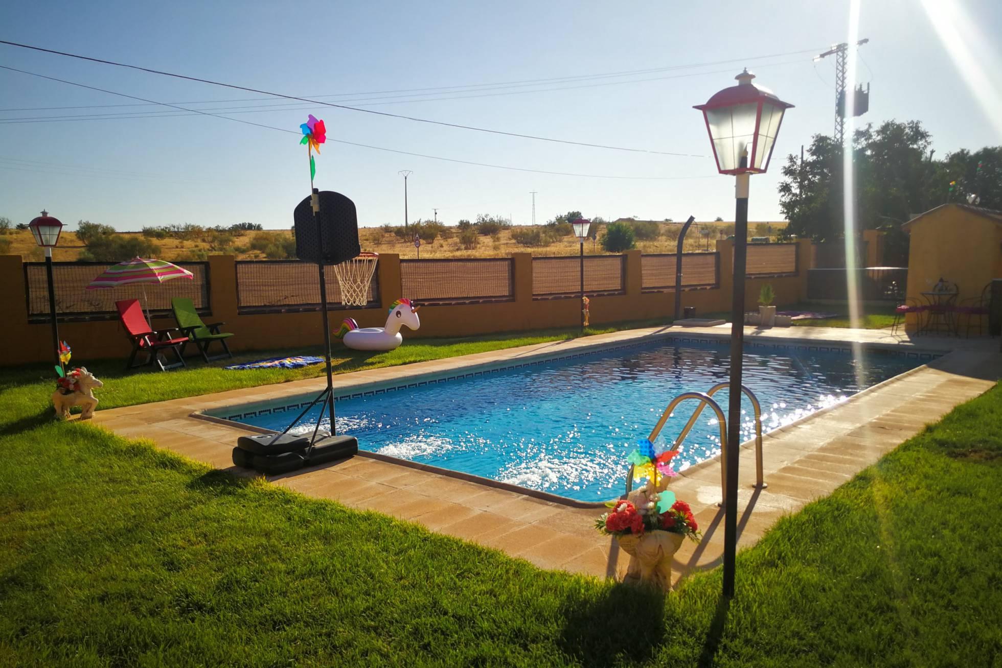Приложение, позволяющее арендовать бассейны, набирает популярность в Испании