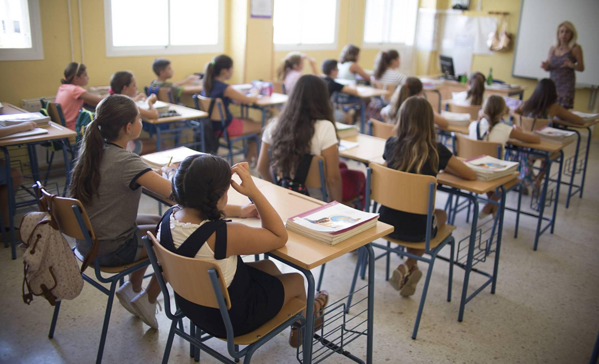 Почему увеличение количества учебных часов в испанских школах не улучшило результаты студентов?