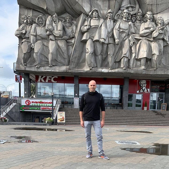 «Мне говорили, что средняя зарплата 450 долларов». Американец три дня пробыл в Минске и снял видеоролик