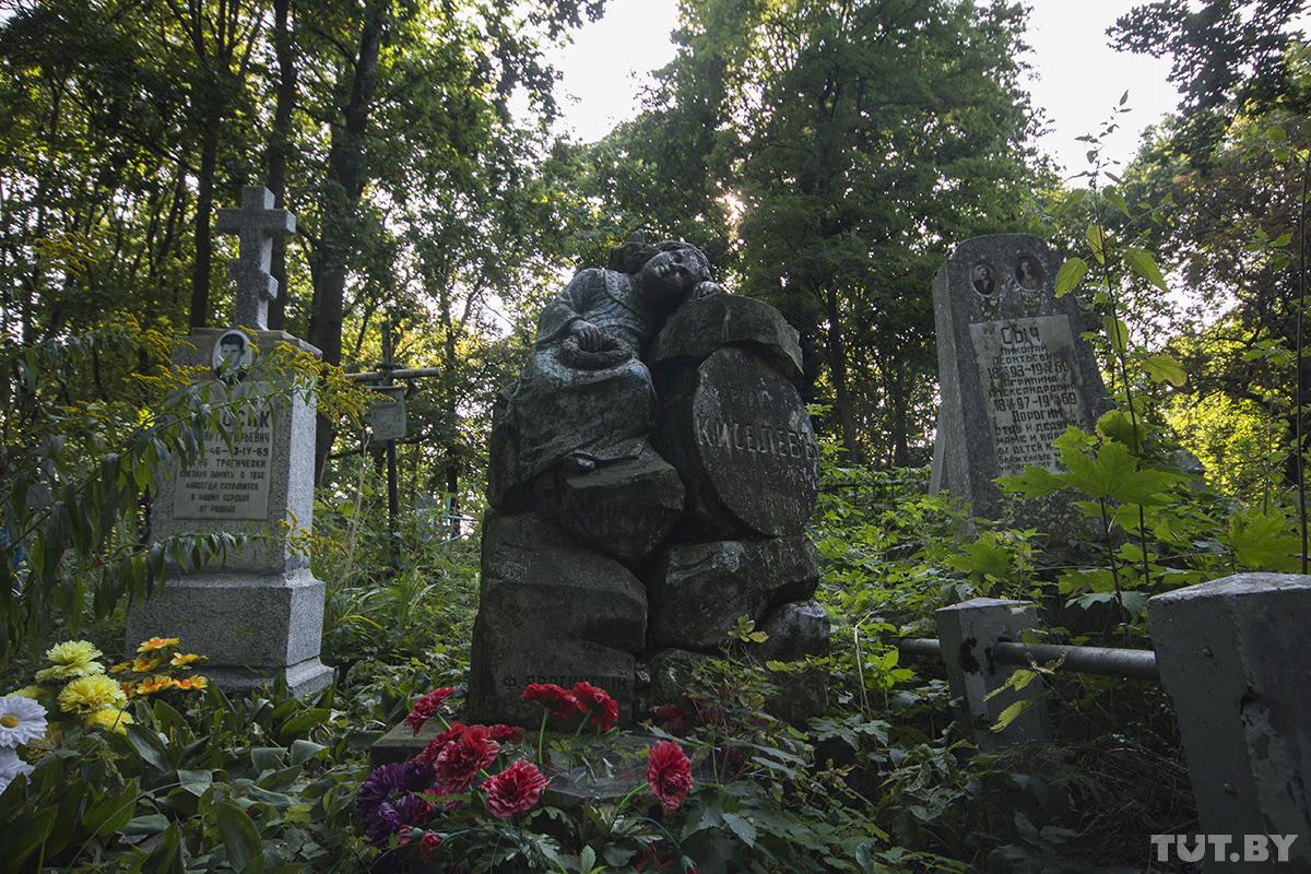 Барон Таубе, Микола Засим и первая жена Карбышева. Истории самого старого некрополя Бреста