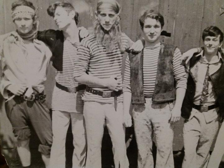 """Ученики старших классов. Гомель, район """"Гомсельмаш"""", начало 1970-х годов. Фото: архив Юрия Глушакова"""
