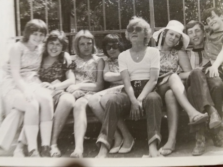Ученики 10 класса школы № 25 города Гомеля. Парк Луначарского, лето 1973 года. Фото: архив Юрия Глушакова
