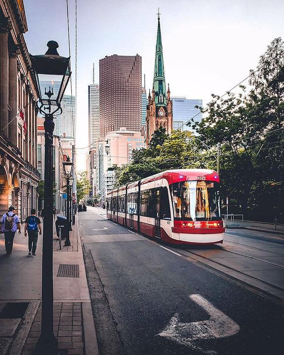 Кинг-стрит, Торонто. Фото: TYLERSJOURNEY/INSTAGRAM.COM