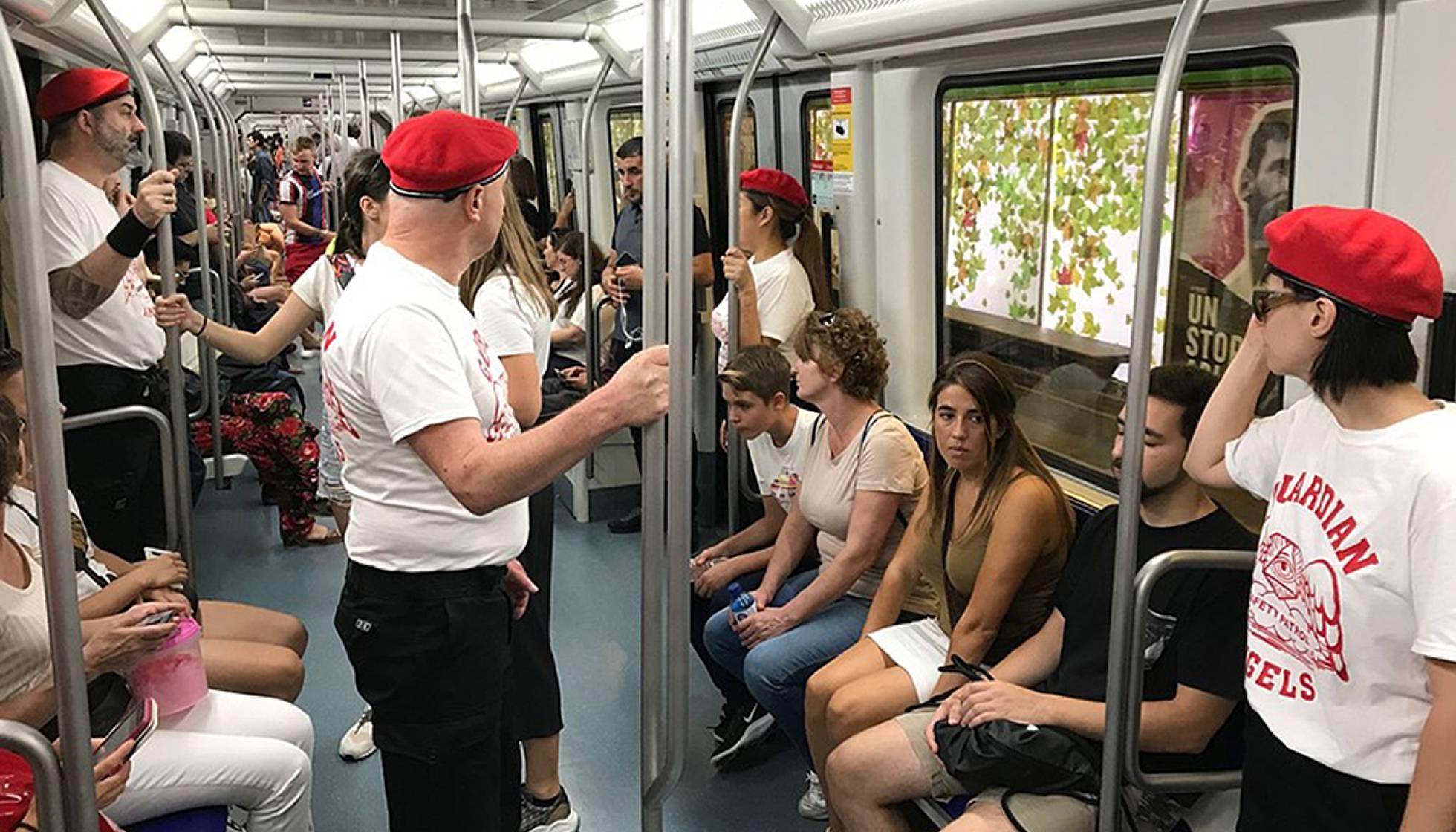 Жители Барселоны организуют патрули для борьбы с карманниками в метро