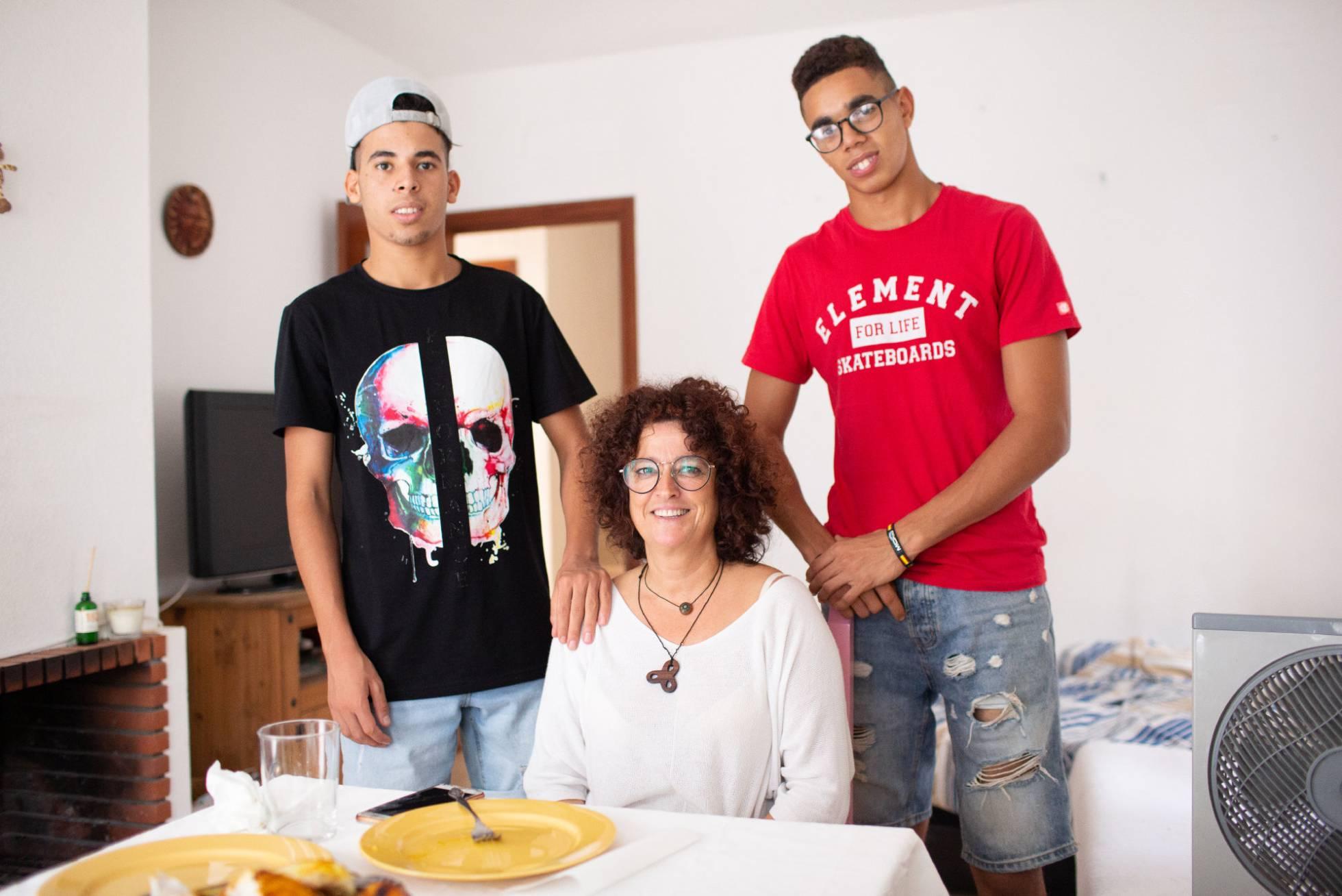 Жители Андалусии приглашают молодых мигрантов, оставшихся на улице, в свои дома