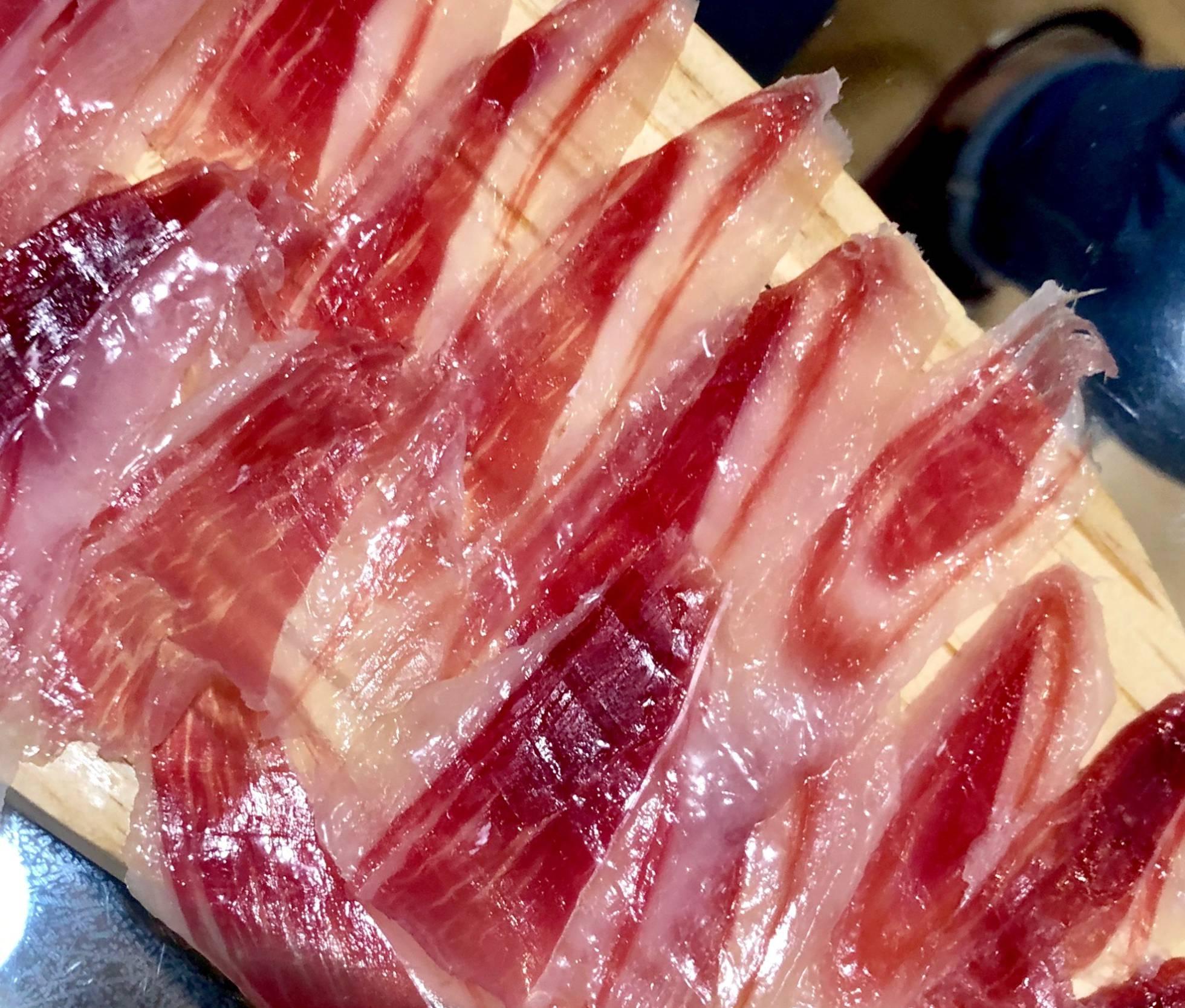Фермеры из Андалусии кормят свиней каштанами, чтобы производить особый вид иберийского хамона