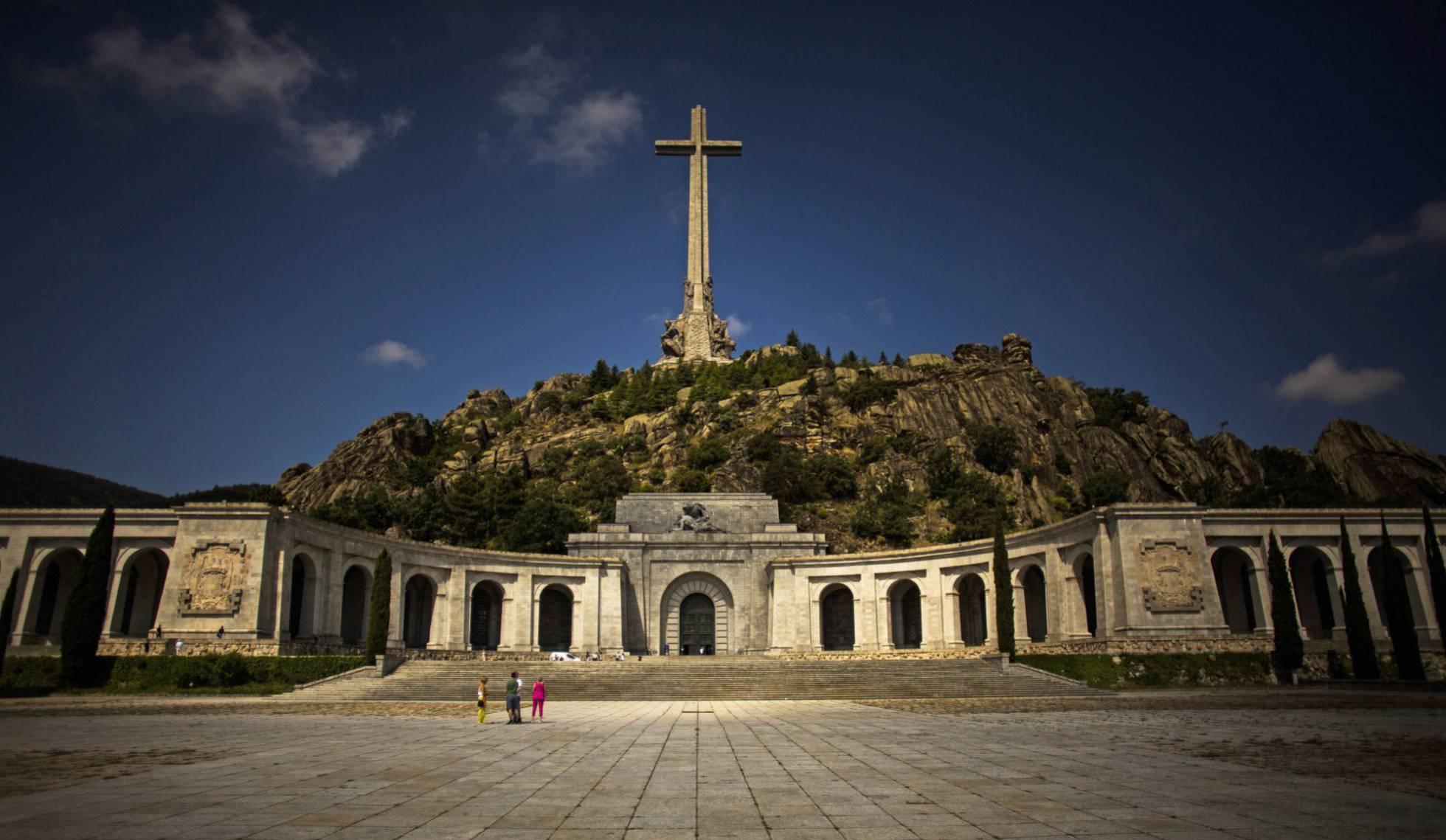 Верховный суд Испании одобрил процедуру эксгумации Франсиско Франко