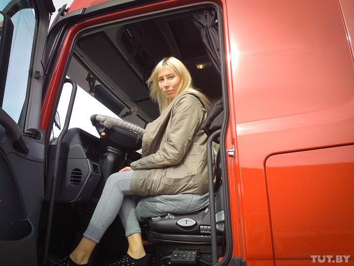 «Никакой романтики тут нет». Съездили в рейс с первой «официальной» дальнобойщицей в Беларуси