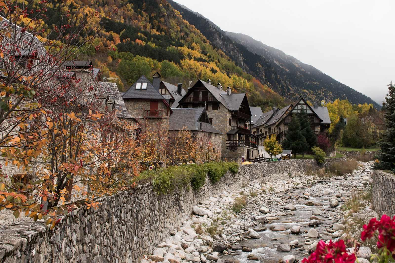 Где можно насладиться красотой испанской природы осенью? Советы местных жителей