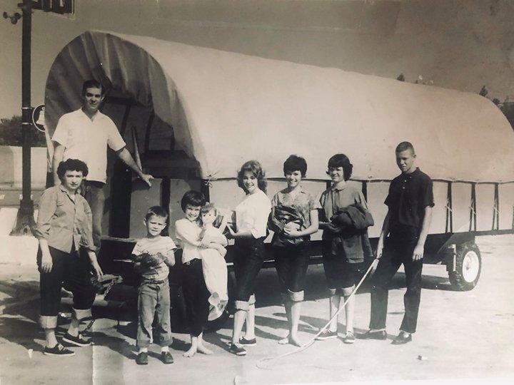 «Очень выделялся Минск». Как 55 лет назад семья американцев на повозке приехала в СССР