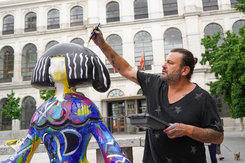 Кукольные скульптуры снова наполняют яркими цветами улицы Мадрида