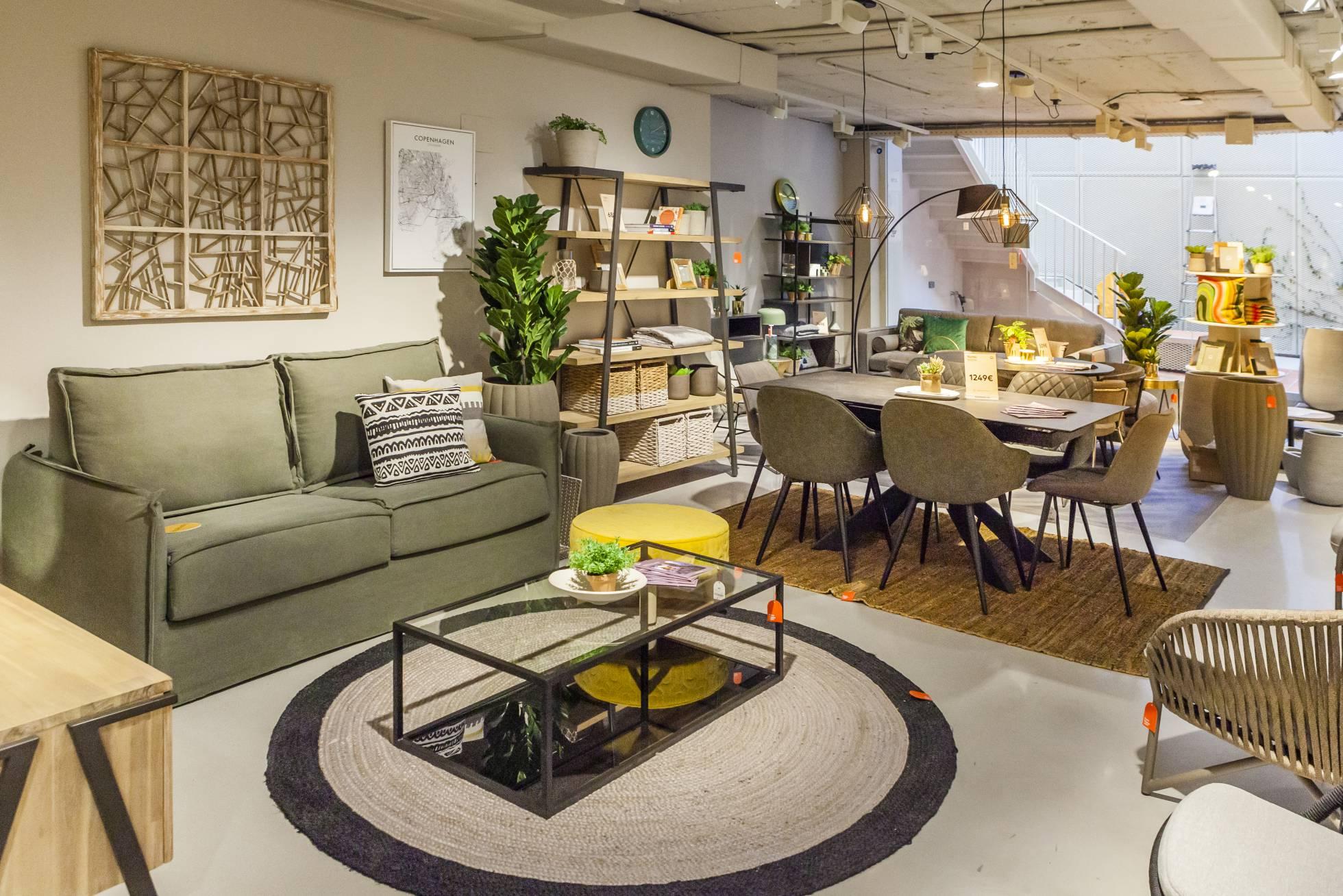 Испанский мебельный магазин, где можно выпить кофе и создать собственный дизайн-проект