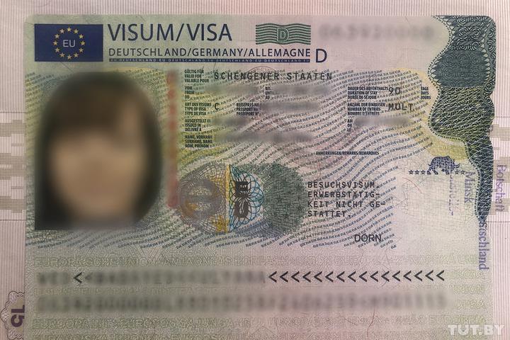 Белорусам начали выдавать шенгенские визы нового образца
