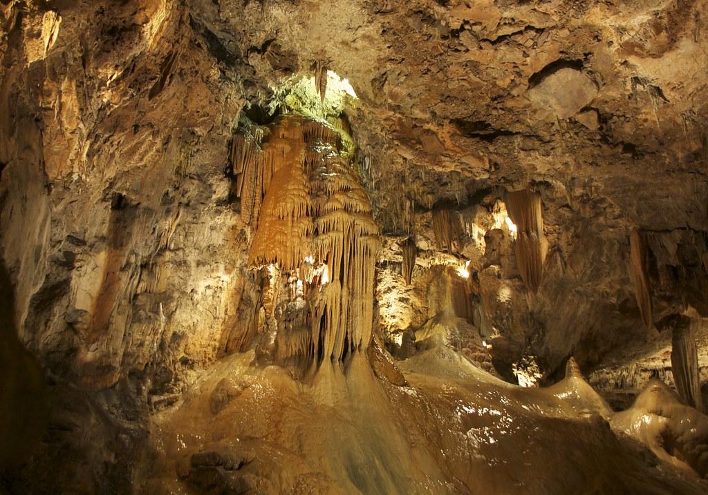 Четыре пещеры Испании, которые особо выделяют туристы со всего мира