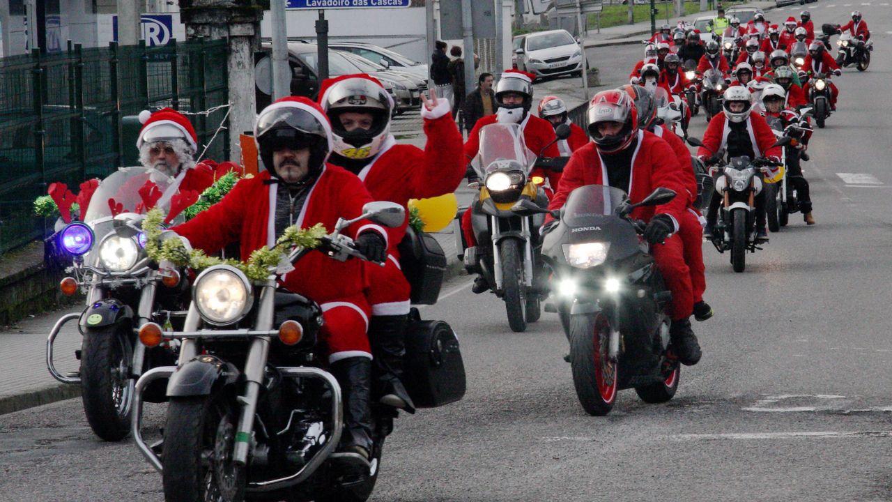 Предновогодний заезд Дедов морозов на мотоциклах в Барселоне.