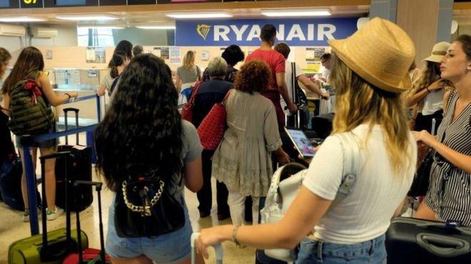 Политика Ryanair касательно взимания платы за провоз багажа признана «чрезмерной».