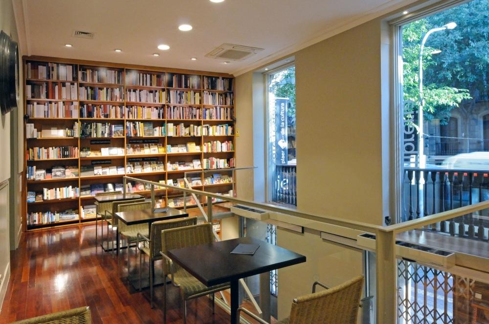 Книжные магазины Барселоны, где можно выпить кофе