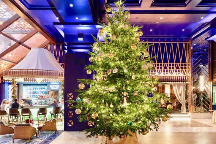 Самая дорогая в мире рождественская елка находится в Испании