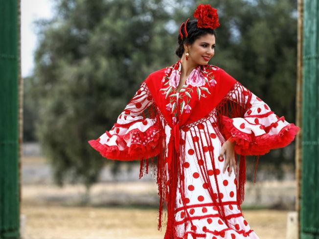 Знаменитый дизайнер одежды для фламенко посвятила новую коллекцию королеве Нидерландов