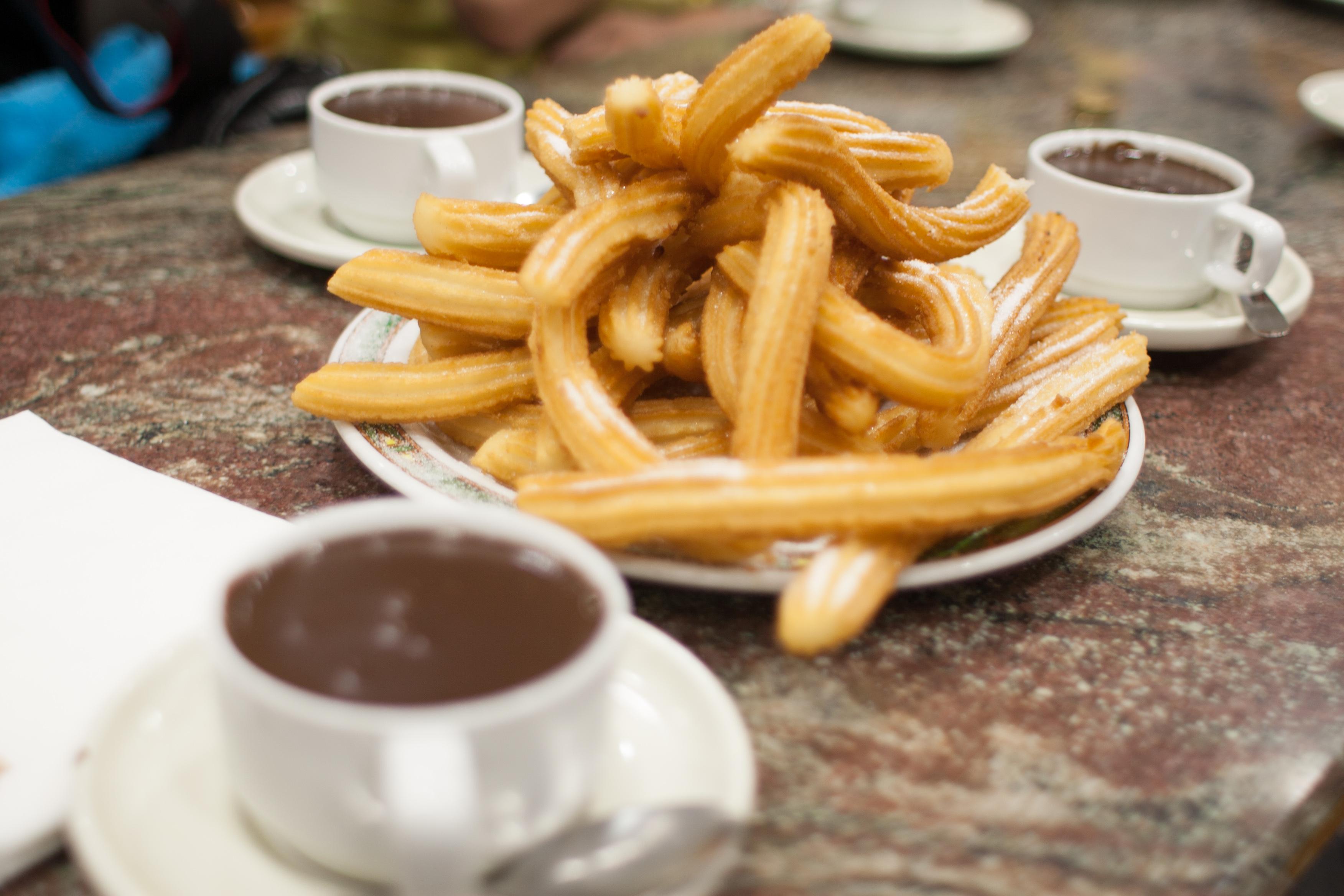 Лучшие заведения Мадрида, чтобы попробовать чуррос с горячим шоколадом