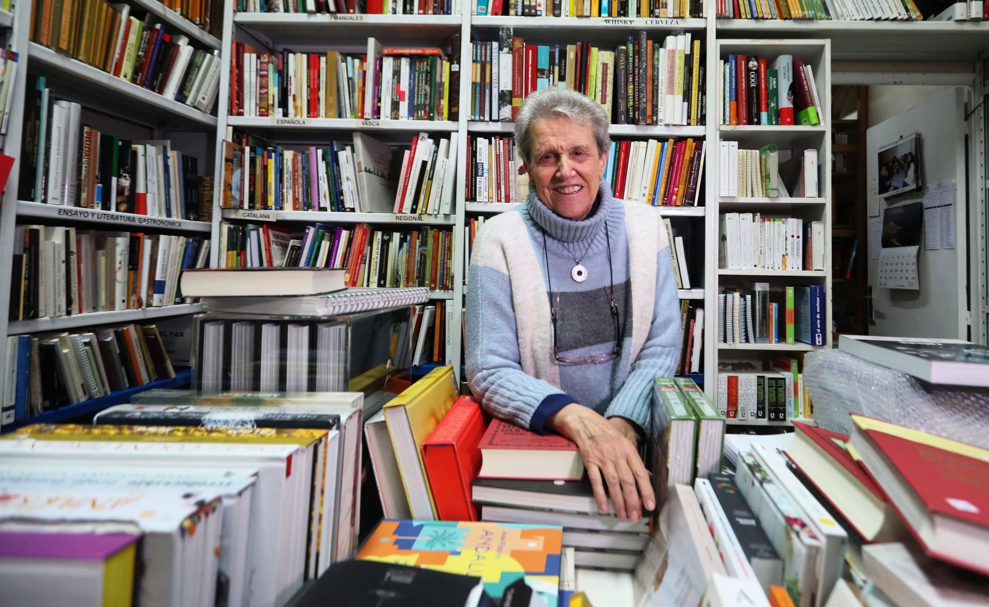 90-летняя хозяйка самого старого гастрономического  книжного магазина закрывает его