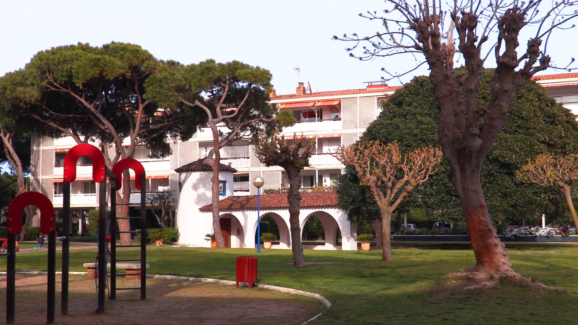 В небольшом городке Гава, недалеко от Барселоны, сдаются апартаменты на первой линии.