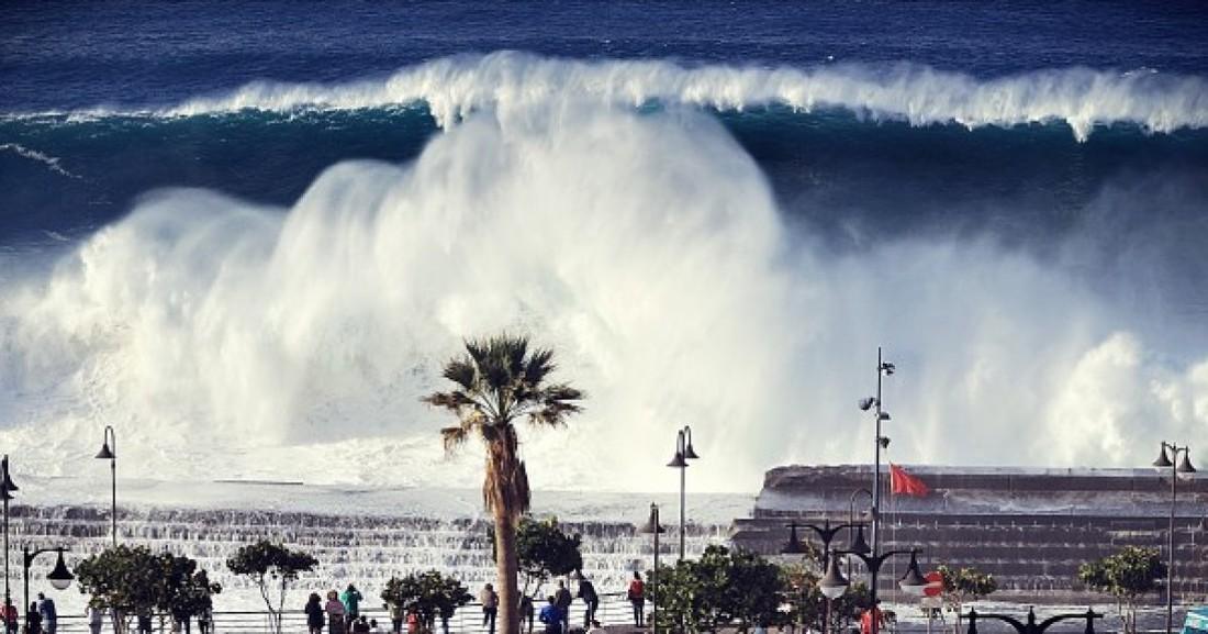 На восточное побережье Испании обрушился мощный ураган «Глория».
