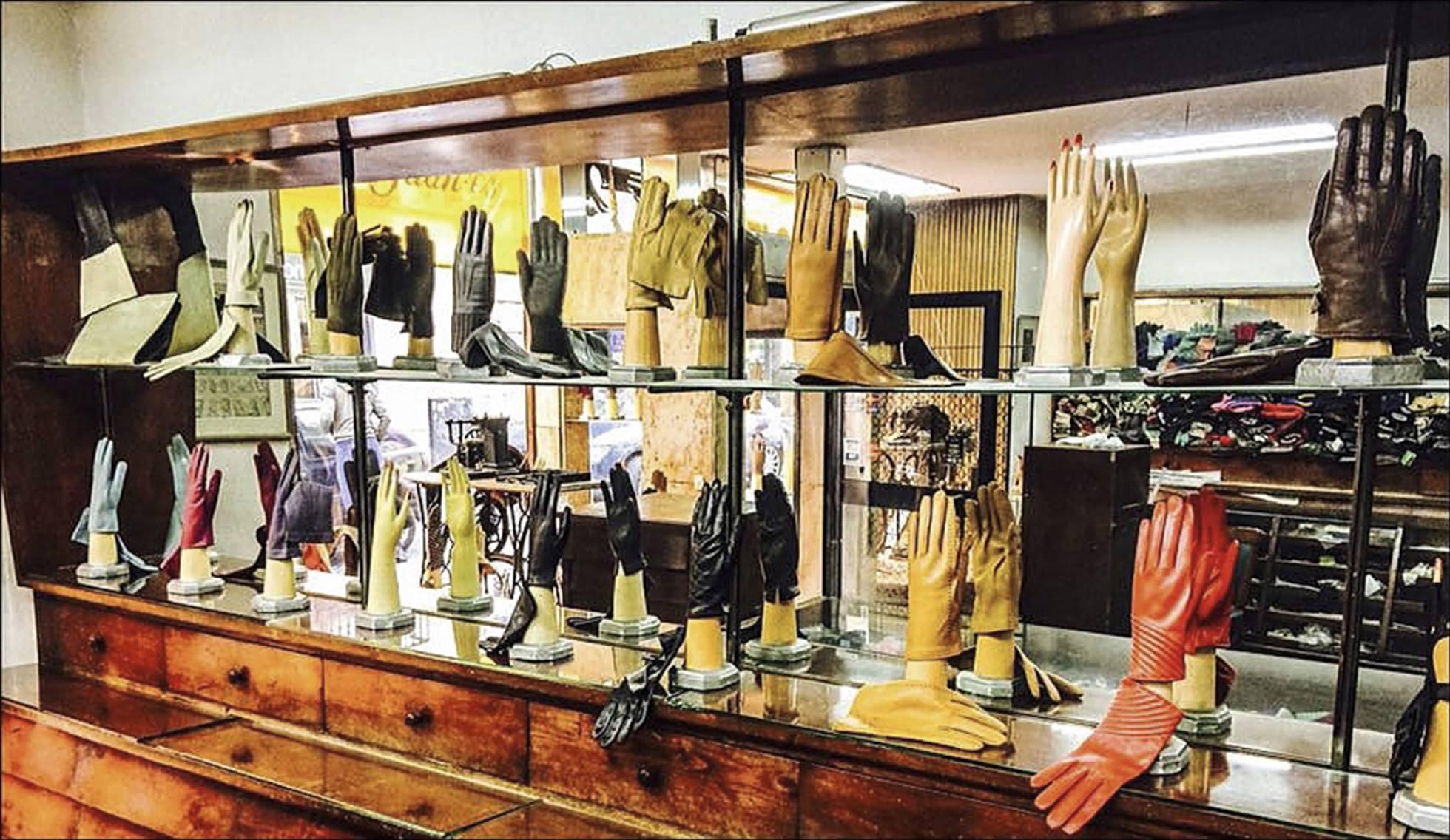 Старинному магазину перчаток ручной работы в Мадриде исполнилось 134 года