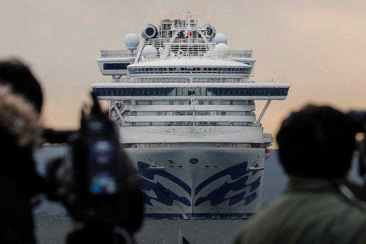 Число заразившихся коронавирусом на борту круизного судна в Японии достигло 355