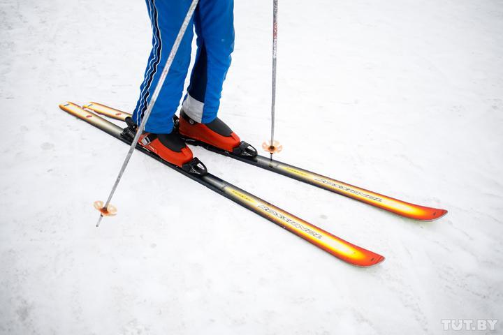 Могилевчанин на Land Cruiser взял напрокат лыжную экипировку под Буковелем - и исчез, оставив в залог паспорт