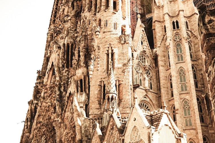Храм Святого Семейства в Барселоне  растет не по дням, а по часам