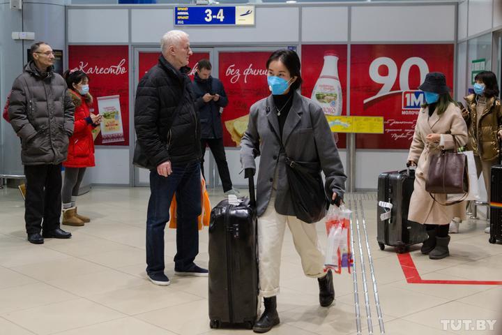 В Милан можно улететь из Минска, а рейс в Верону отменили на год. Как авиация реагирует на коронавирус?