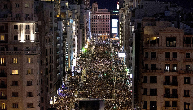 Марши Международного женского дня в Испании привлекают большое количество людей, несмотря на опасения, связанные с коронавирусом
