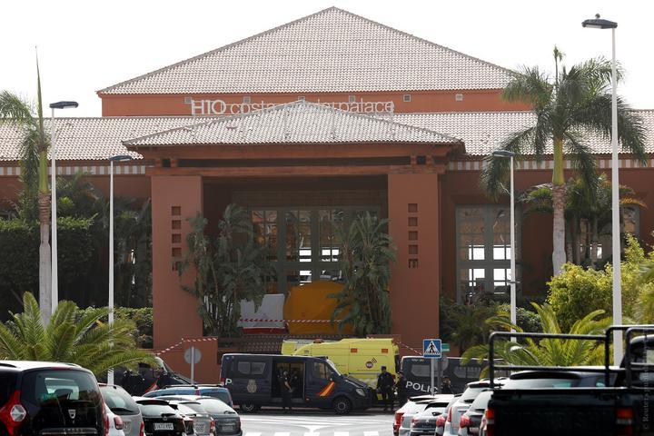 Отель на карантине. Что происходит на Тенерифе, где заложниками коронавируса оказалась тысяча туристов