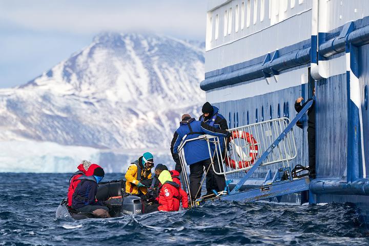 На острова и морские прогулки отправлялись на надувных лодках Zodiac. Фото: Родриго Морага