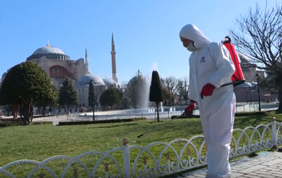 Турция выходит на пик по коронавирусу