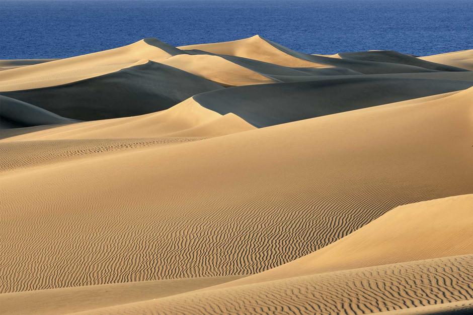 Великолепие песчаных дюн в Маспаломас в отсутствии человека