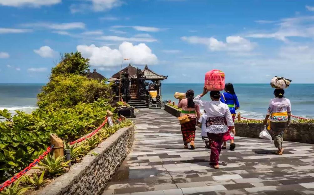 Бали откроют для иностранных туристов в октябре