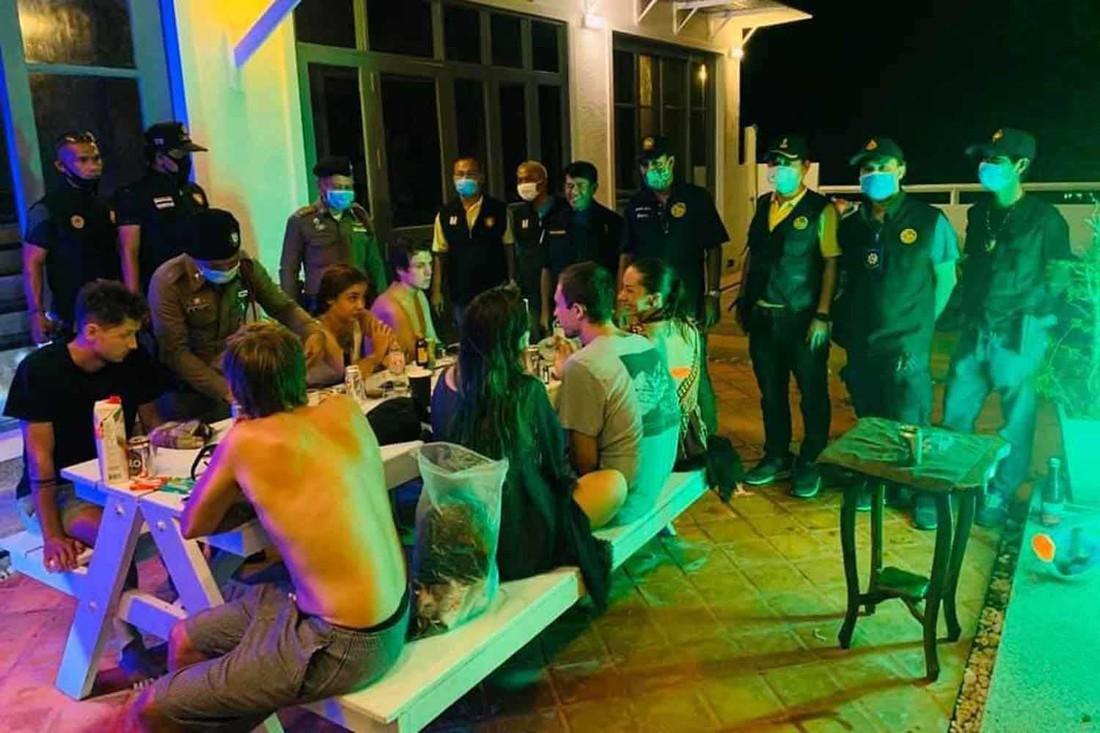 Группа российских туристов арестована в Таиланде за нарушение карантина