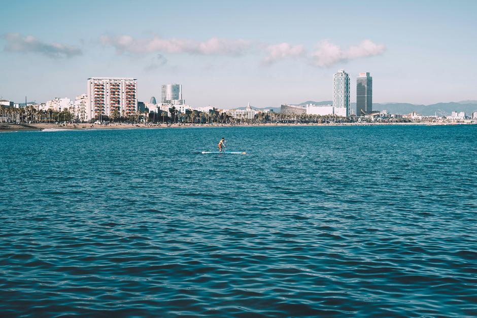 Пляжи Барселоны теперь открыты для прогулок и пробежек до позднего вечера