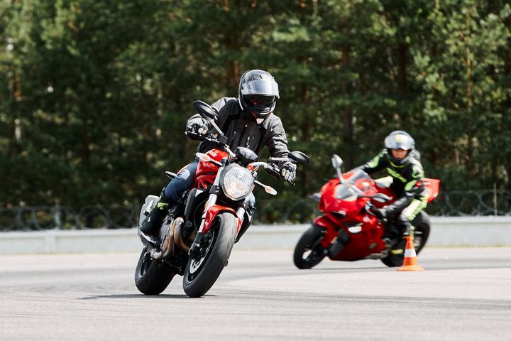 «Разогнался до 330 км/ч». В Минске зафиксировали рекордную скорость на мотоцикле, но все по закону
