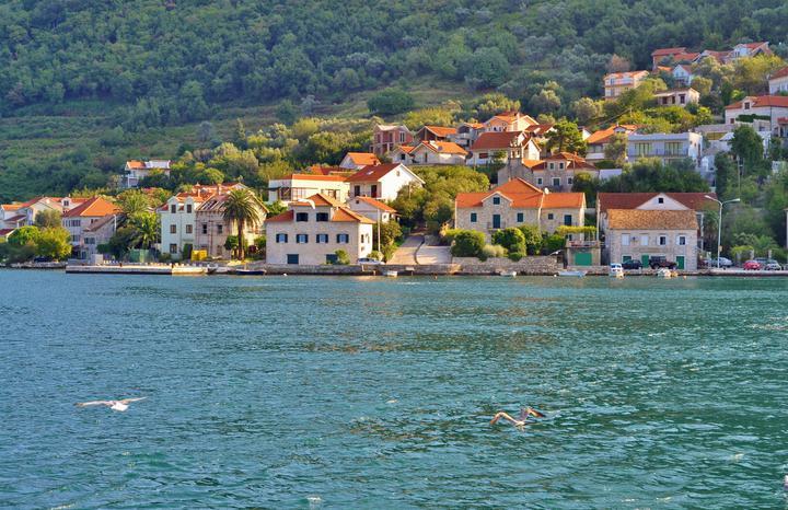 В Черногории вновь объявили эпидемию коронавируса и ужесточили правила карантина