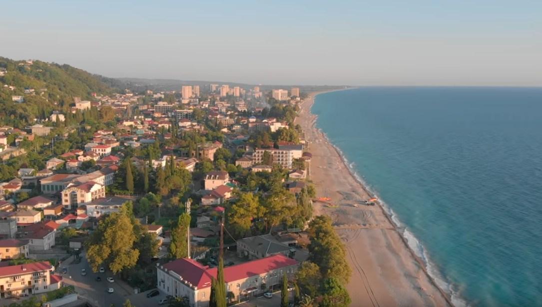 В Абхазии произошла вспышка коронавируса вслед за наплывом российских туристов
