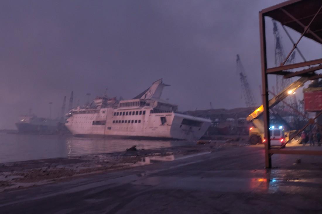 Взрыв потопил круизный лайнер Orient Queen
